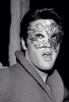 love me some Elvis / Masquerade Beautiful Men, Beautiful People, Elvis Presley Photos, Famous Monsters, Halloween Face Makeup, Halloween Party, Happy Halloween, Graceland, Levis