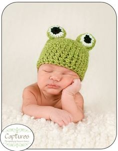 I definitely need to make this frog hat for my future child!  So cute!