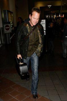 Kiefer Sutherland Photos Photos - Kiefer Sutherland is seen at LAX airport . - Kiefer Sutherland at LAX
