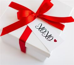 XOXO Valentine's Day tags by The TomKat Studio. Make It Now with the Print then Cut feature on the Cricut Explore machine in Cricut Design Space.