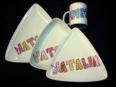 Vajilla de porcelana pintada a mano y cocida a alta temperatura para que puedan soportar el lavavajillas y el microondas, y puedan usarse si...