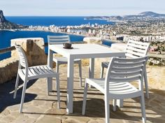 Mora: #sedia impilabile white per il tuo #giardino di #tendenza. Adatto anche per #bar e #ristoranti