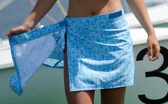 Sewing Clothes Ripskirt Bathing Suit Cover Up Skirts - Ripskirt, discovered by The Grommet, are sporty, water-repellent wrap skirts great for transitioning from the beach or pool to errands. Diy Clothing, Sewing Clothes, Clothing Patterns, Sewing Patterns, Loom Patterns, Bathing Suit Covers, Bathing Suits, Diy Fashion, Ideias Fashion
