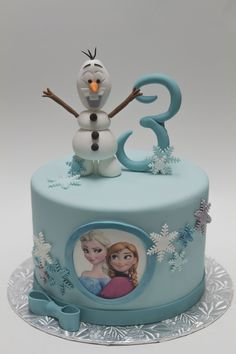 Anniversaires filles azdlices 10 ideas for an unforgettable frozen themed party Elsa Birthday Cake, Frozen Themed Birthday Cake, Frozen Theme Cake, Themed Cakes, Princess Birthday, Frozen Fondant Cake, Olaf Cake, 3rd Birthday, Birthday Parties