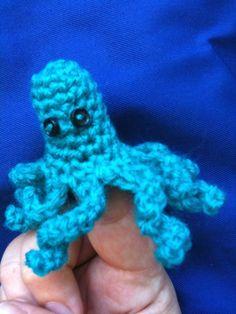 Finger Hands, First Finger, Finger Puppet Patterns, Finger Puppets, Crochet Toys, Knit Crochet, Little Octopus, Crochet Octopus, Hippie Tops