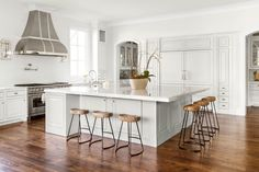 Kitchen Gallery - Robert Elliott Custom Homes