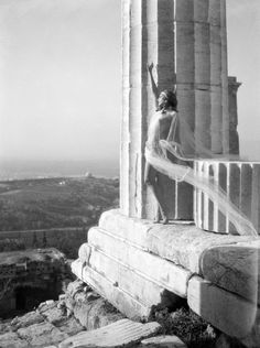 The great photographer Nelly's - Dancer Mona Paiva ob the Acropolis / 1929
