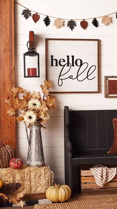 Invite the holidays into your home with entryway decor that adapts from autumn to winter. Fall Home Decor, Autumn Home, Decor Crafts, Diy Crafts, White Pumpkins, Hello Autumn, Fall Trends, Outdoor Projects, Entryway Decor