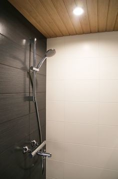 Kylpyhuoneen sisustaminen Shower Remodel, Shower Remodel Diy, Shower Room, Sauna Bathroom Design, Bathroom, Bathroom Renovations, Bathrooms Remodel, Tile Bathroom, Spa Rooms