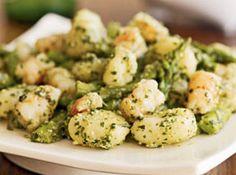 Ricetta facile e veloce: Gnocchi asparagi e gamberetti.Preparazione: 10′ Cottura: 15′ Esecuzione: facile Pulisci i gamberetti eliminando il guscio e l'intestino, passali ….