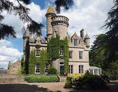 Scottish castle for sale:  including 4-bedroom guest lodge, and 2-bedroom gardener's cottage ::  Carlowrie Castle, near Edinburgh