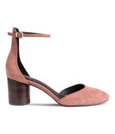 Puderrosa. Sandaletten mit rundem Absatz aus Holzimitat. Verstellbarer…