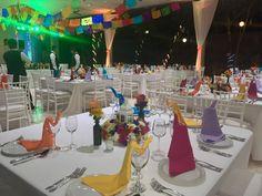 Boda mexicana minimalista  En jardín de eventos Sak naj Times Square, Table Decorations, Travel, Furniture, Home Decor, Minimalist, Wedding, Viajes, Decoration Home