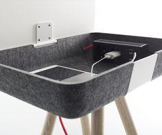 Funkcjonalny stolik Pad Box, który mieści pod blatem stację ładującą. Pomocny dla każdego ucznia.