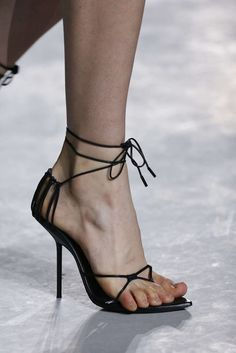 f05c62a9989b Brands that force models to wear that don t fit  Saint Laurent  (Primavera Verano París