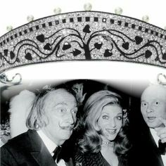 Marie-Hélène de Rothschild sandwiched between Salvador Dali and Yul Brynner at the Proust Ball in 1971. Her male companions are noteworthy enough, however it is her fabulous jewelry that most interests me. Around her neck is a Cartier Paris tiara, circa 1914, that she daringly wore as a chic choker.