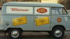 Varebil med reklame for Tiedemanns Gul