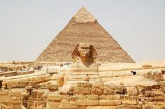Las estructuras sagradas de Giza: la Esfinge, la Gran Pirámide y gran cantidad de antiguos templos egipcios.