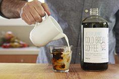 Il cold brew coffee è un caffè estratto con una particolare tecnica a freddo, tramite uno strumento chiamato Toddy: ecco perché sarà la bevanda dell'estate.