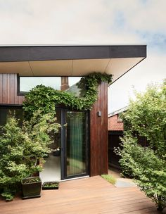 A Heritage Home, Retrofitted To The Highest Sustainability Standards - The Design Files Sustainable Architecture, Sustainable Design, Sustainable Living, Architecture Design, Sustainable Houses, Australian Architecture, Australian Homes, Exterior Design, Interior And Exterior