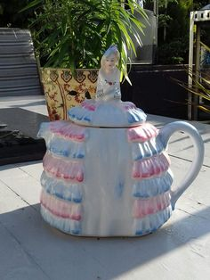 sadler Ye Daintee Ladyee Vintage Teapot As Purchased By Queen Mary two tone pink blue #88