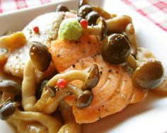 Butter soy sauce of autumn scented salmon and shimeji mushrooms Fish Recipes, Seafood Recipes, Asian Recipes, Dinner Recipes, Cooking Recipes, Ethnic Recipes, Japanese Dishes, Japanese Recipes, Japanese Food