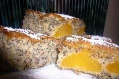 Prajitura cu mac si caise, pufoasa zemoasa lecker - Culinar.ro
