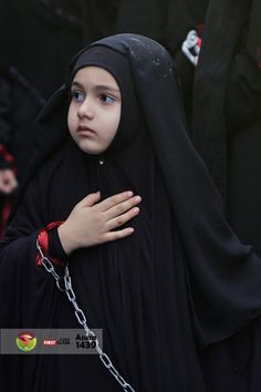 Learn Quran Academy is a platform where to Read Online Tafseer with Tajweed in USA. Best Online tutor are available for your kids to teach Quran on skype. Cute Baby Boy Photos, Cute Kids Photos, Beautiful Little Girls, Beautiful Children, Baby Hijab, New Hijab, Online Quran, Cute Baby Wallpaper, Muslim Beauty