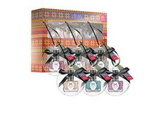 Give the gift of sparkly #nails with @Cia Tewsé's #holiday #nailpolish set.