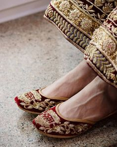 800 Shilpsutra This is among the finest of jutti stores across the country. They make bespoke handcrafted bridal and non-bridal leather juttis. This brand was Wedding Shoes Bride, Wedding Outfits, Indian Shoes, Bridal Heels, Shoe Gallery, Fashion Shoes, Women's Fashion, Fashion Outfits, Casual Shoes