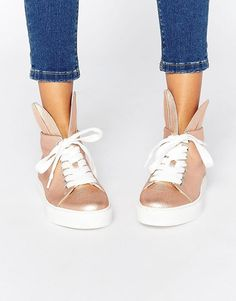 Buy Minna Parikka Rose Gold Bunny Ears High Top Trainers at ASOS. With free delivery and return options (Ts&Cs apply), online shopping has never been so easy. Get the latest trends with ASOS now. Wedge Tennis Shoes, High Top Wedge Sneakers, Shoes Sneakers, Asos, Stan Smith, Or Rose, Rose Gold, Gold Boots, Bunny Slippers