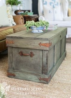 Trunk with Distressed Paint Finish Pottery Barn Knock Off Trunk Table Basse Furniture Projects, Furniture Makeover, Wood Projects, Trunk Makeover, Coffee Table Design, Rustic Furniture, Diy Furniture, Pottery Barn Furniture, Antique Furniture