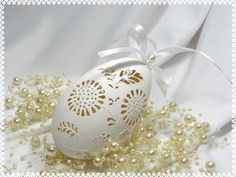 Pisanka+ażurowa+5+-+Art+Emi+w+Art-Emi+na+DaWanda.com Egg Shell Art, Carved Eggs, Egg Crafts, Egg Art, Egg Decorating, Egg Shells, Christmas Bulbs, Carving, Easter