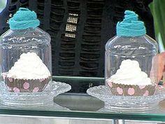 Fácil de reciclar, garrafas PET são usadas para cobrir guloseimas na cozinha