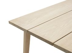 Slice is a wooden dining table in a minimalistic Scandinavian design! Designed by Hans Hornemann for Normann Copenhagen in three sizes. Wooden Dining Tables, Dining Table Design, A Table, Modern Minimalist, Minimalist Design, Esstisch Design, Raw Wood, Scandinavian Design, Furniture