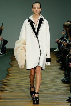 Celine Autumn/Winter Ready-To-Wear Paris Fashion Week Best Looks Fashion Week Paris, Runway Fashion, Fashion Show, Fashion Details, Fashion Design, Fall Winter 2014, Fall 14, Jackett, Trends