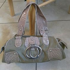 Purse Very cute goes w/everything good condition Bags