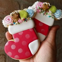Christmas Stocking Cookies, Easy Christmas Cookie Recipes, Xmas Cookies, Christmas Baking, Christmas Stockings, Christmas Ideas, Christmas Decorations, Royal Icing Transfers, Rose Stencil