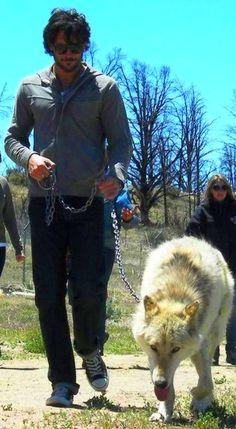 Joe Manganiello & Thunder (his wolf on True Blood) sooo cute Even though in the books he's a big blackish wolf
