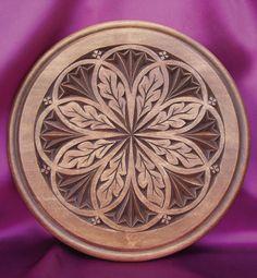 Talla geométrica en un plato.