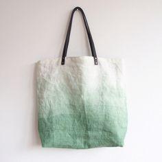 Schöne Leinen Tragetasche/Shopper in Batik Look XL von Mikanu auf DaWanda.com Lederhenkel: Schwarz - B 1,5 cm - L 63,5 cm,  Maße: B 47 cm - H 43 cm, 79