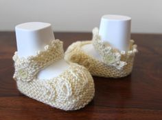 Ivory Booties Preemie Booties Baptism Shoes Baby by Pinknitting Pretty Baby, Pretty Little, Knitting Yarn, Baby Knitting, Crib Shoes, Baby Shoes, Knit Baby Booties, Girl Christening, Baby Feet