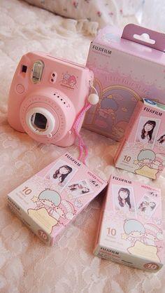 Polaroid Instax Mini, Photo Polaroid, Fujifilm Instax Mini, Vintage Polaroid Camera, Camara Fujifilm, Cute Camera, Kawaii Shop, Little Twin Stars, Pink Aesthetic