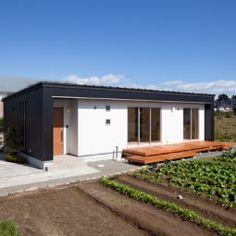 宮城郡利府町/家族の笑顔がつながる「黒の平屋」 - 株式会社デザインホーム - IMGPOST House Landscape, Japanese House, Prefab, Interior Architecture, My House, House Plans, Interior Decorating, Home And Garden, House Design