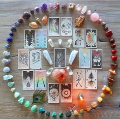 Wild Unknown Tarot & ring of crystals Crystal Room, Crystal Magic, Crystal Healing Stones, Crystal Grid, Wiccan, Magick, Witchcraft, Tarot Lenormand, Crystals And Gemstones