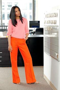 Cool Summer Collection Of Unknown Designer Orange Pants Pink Sweater Mode Chic, Mode Style, Pantalon Naranja Outfits, Orange Hose, Pantalon Orange, Rosa Pullover, Outfits Mujer, Vetement Fashion, Looks Vintage