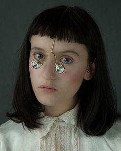 Designer cria coleção inusitada de joias para o rosto   Estilo