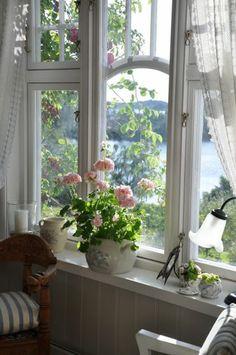 fensterbank deko blumentöpfe kombinieren gardinen