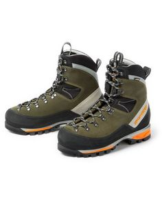 These boots feature a waterproof membrane for protection in wet hunting conditions. Waterproof hunting boots, available at KUIU. Hunting Boots, Hunting Clothes, Hunting Gear, Trekking Outfit, Trekking Gear, Bike Shoes, Shoe Boots, Man Boots, Mens Work Shoes