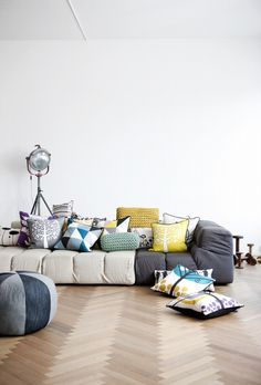 J'adore! That Pottery Barn spotlight in the back has my heart. I've wanted that thing for SOO longggggg. Ugh. Someday. <3